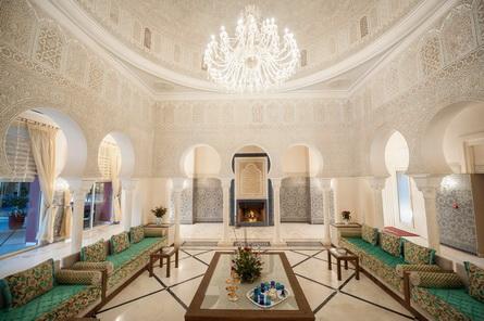 le plafond des salons marocains un luxe raffin. Black Bedroom Furniture Sets. Home Design Ideas